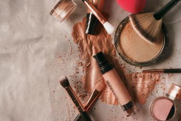 makeup-beauty-flatlay_373x